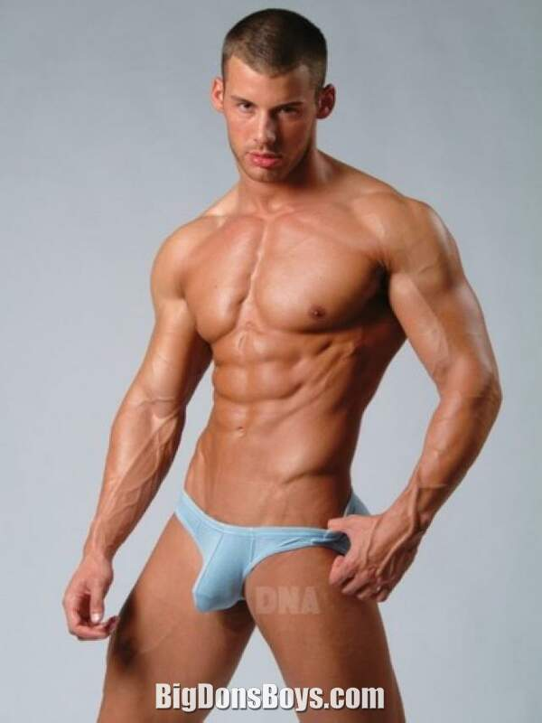 Tall muscle guy Justin Woltering gallery